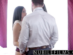 Dude excites with cunnilingus two hot chicks
